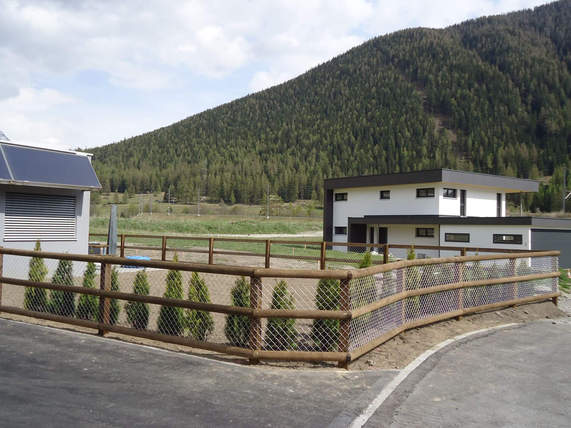 Halbrundlatten Zaun