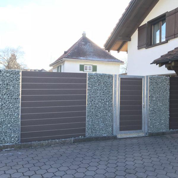 Sichtschutz Steinkorb_WPC-mit Türe